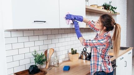 Produits biocides et détergents: halte aux allégations valorisantes interdites