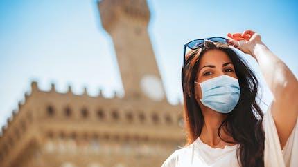 Masque, ventilation... Comment appliquer les gestes barrières pendant l'été ?