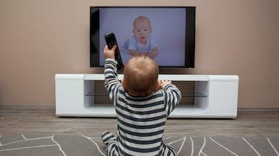 Télévision : pourquoi certains enfants l'aiment plus que d'autre