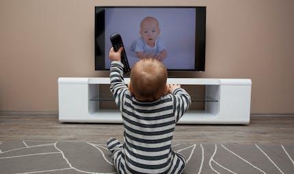 Pourquoi certains enfants aiment la télévision plus que d'autres