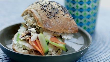Pan bagnat au maquereau et petits légumes