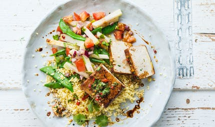 Tofu fumé aux petits légumes croquants