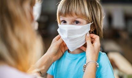 L'âge auquel les enfants devraient porter le masque selon l'OMS