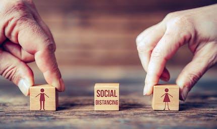 Distanciation sociale : des chercheurs britanniques remettent en question la distance d'1 mètre
