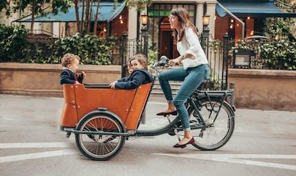 Pollution : 84% des parents envisageraient de déposer leur(s) enfant(s) à l'école en vélo, plutôt qu'en voiture