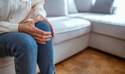 Douleurs au genou : quand faut-il opérer ?