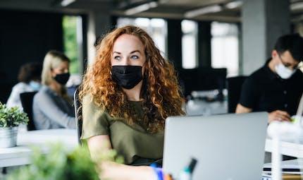 Covid-19 : des masques DIM toxiques ? Le gouvernement demande aux fonctionnaires de ne plus les porter