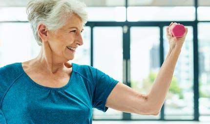Muscler un bras a des avantages pour l'autre