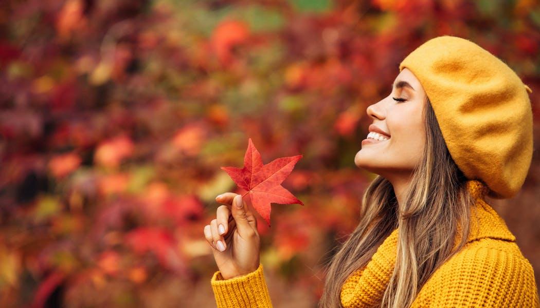 Bien vivre l'automne au naturel avec le yoga, la sophrologie et la naturopathie