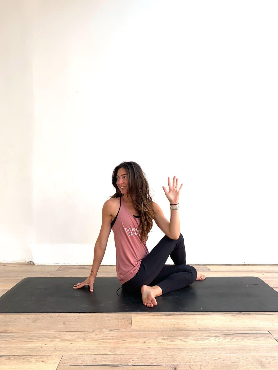 yoga torsion assise