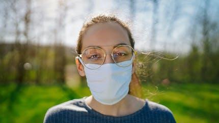 Covid-19 et masque : enfin une solution pour éviter la buée sur les lunettes