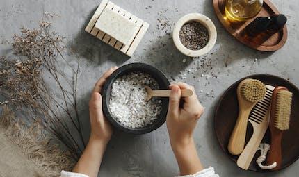 Produits cosmétiques ou ménagers DIY : comment déjouer les risques ?