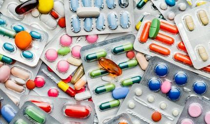 """La revue """"Prescrire"""" identifie 93 médicaments dangereux commercialisés en France"""