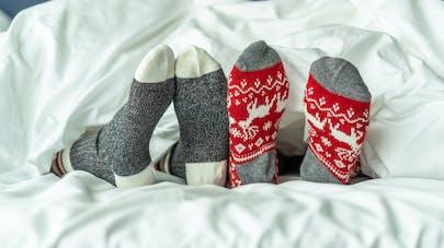 Pourquoi il faudrait dormir en chaussettes selon un médecin