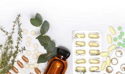 Compléments alimentaires : attention à ceux contenant certaines huiles essentielles, alerte l'Anses