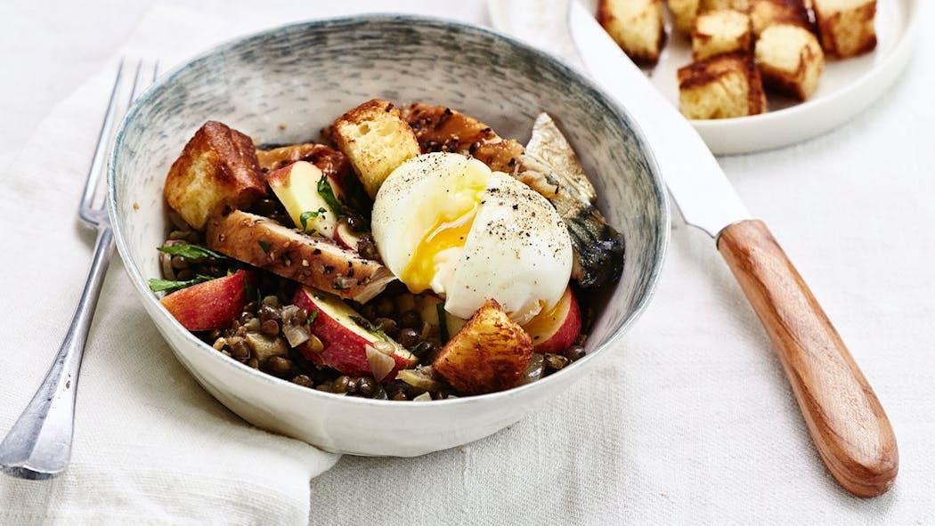 Salade de lentilles au maquereau et à l'œuf mollet