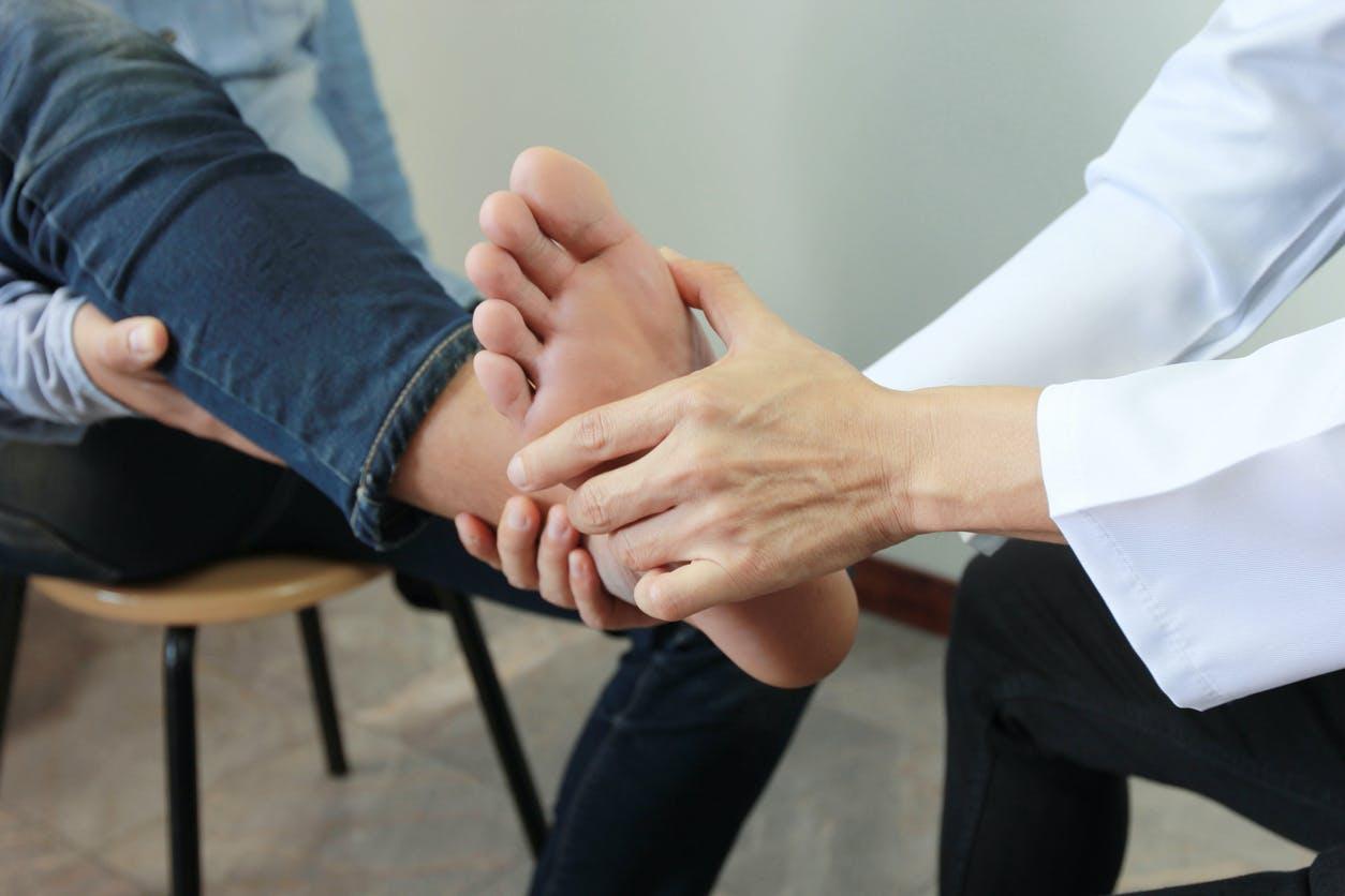 Comment savoir si on s'est cassé un os du pied ?