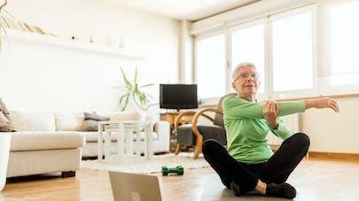 Les étirements plus efficaces que la marche pour abaisser la pression artérielle