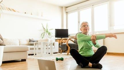 Hypertension : les étirements seraient plus efficaces que la marche pour l'abaisser