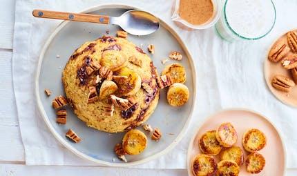 Cake à la banane rôtie et aux noix de pécan