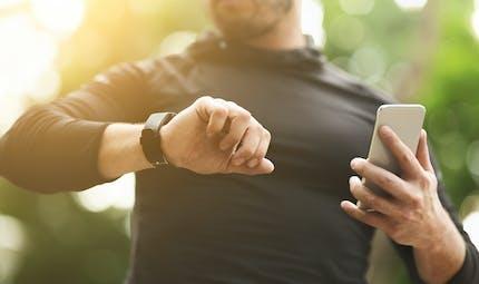 COVID-19: les montres connectées pourraient détecter l'infection, voici comment