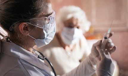 Effets indésirables, décès : le dernier point de situation sur la vaccination anti-Covid