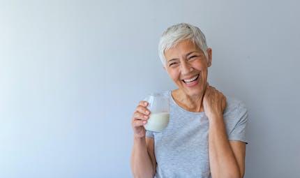 Densité osseuse : les seniors devraient consommer plus de protéines que prévu pour la préserver