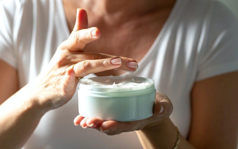 Cosmétiques: une crème correctrice retirée de la vente suite à la présence d'un produit nocif