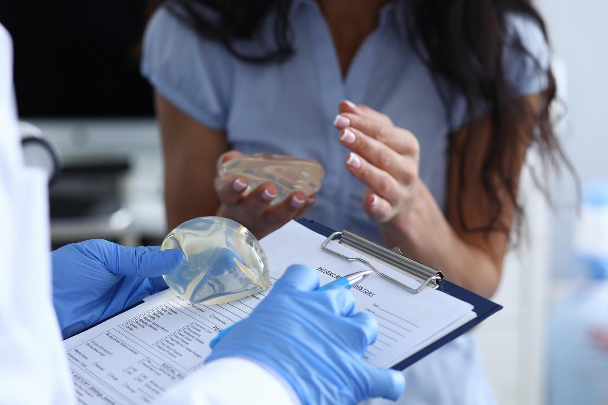 Chirurgie mammaire : un type d'implant provisoirement suspendu en Europe par précaution