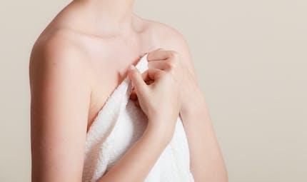 Seins qui tombent : tout savoir sur le lifting mammaire