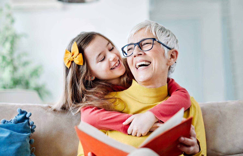 Grand-mère débutante : comment profiter pleinement de son nouveau rôle ?
