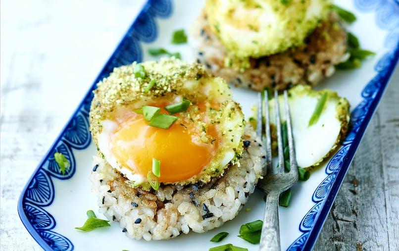 Palets de riz snackés et oeufs mollets