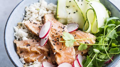 Poke-bowl au saumon