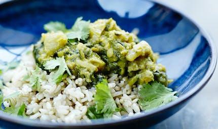 Riz semi-complet au curry d'épinards et de lentilles
