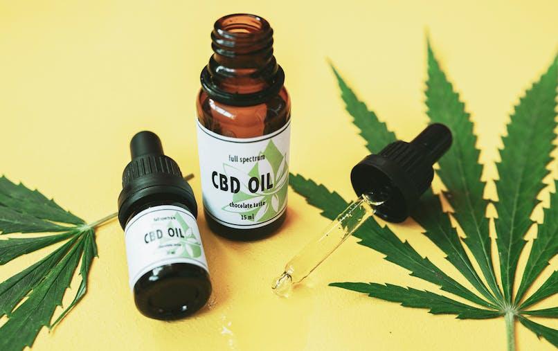 Cannabis : les produits au CBD sont-ils efficaces pour se relaxer ou dormir ?