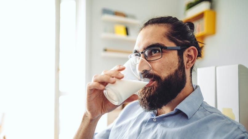 Pas de lien entre consommation de lait et risque de cholestérol, selon une étude rassurante