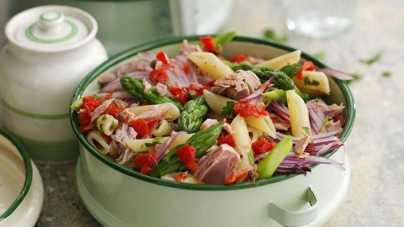 Salade de pâtes au thon, asperges et poivron