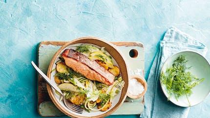 Saumon poêlé, salade de fenouil, pommes de terre et poire