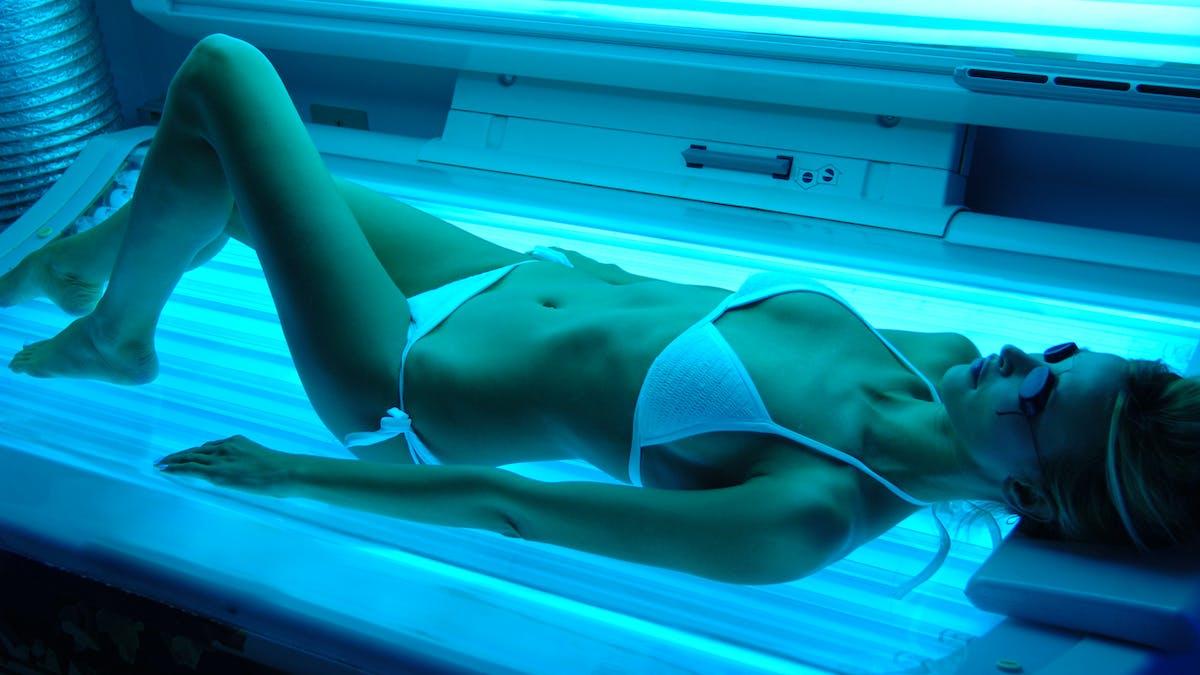 Les UV artificiels en cabine sont dangereux pour la santé