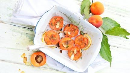 Abricots rôtis au thym et aux amandes grillées