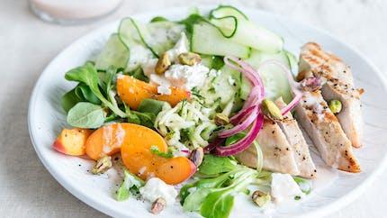 Blanc de poulet grillé, tagliatelles de courgettes et abricots