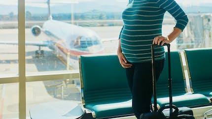 Vacances : quelles précautions pour les femmes enceintes ?
