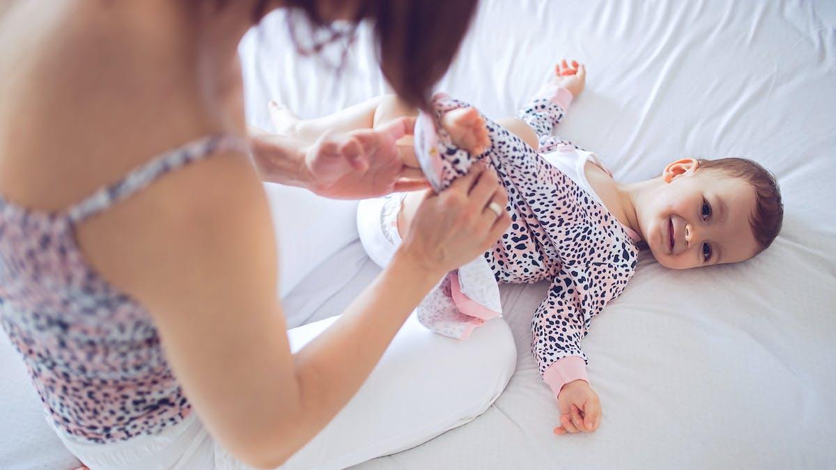 Toutes les techniques pour choisir les habits de bébé et l'habiller