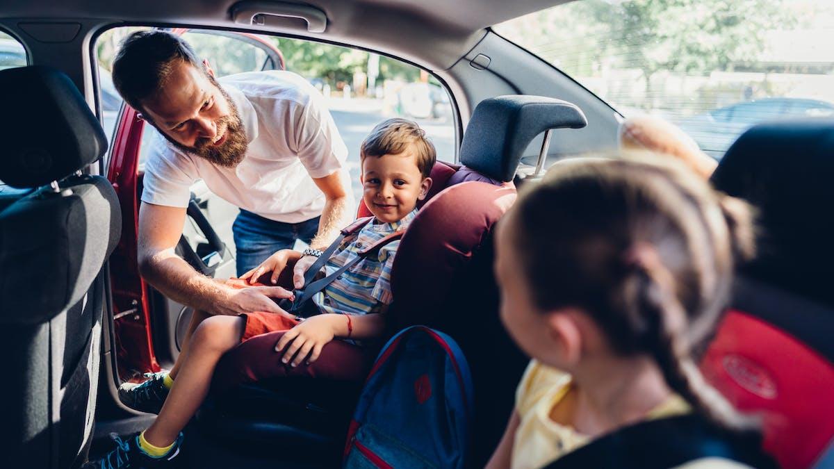 Quels jeux et jouets pour occuper bébé en voiture