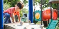 Jouer en toute sécurité au parc, à la piscine, à l'aire de jeux