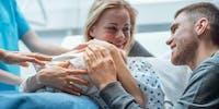 Quel est le rôle du père ou co-parent pendant l'accouchement