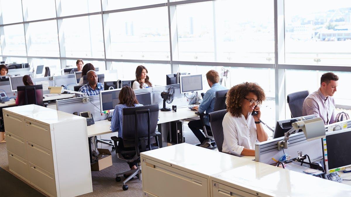 salariés dans un open space