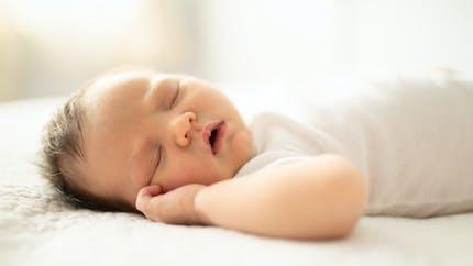 Mon bébé ne dort pas, que faire ?