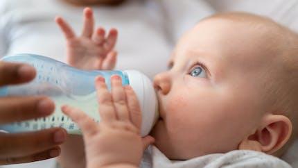 Comment bien donner le biberon à bébé ?