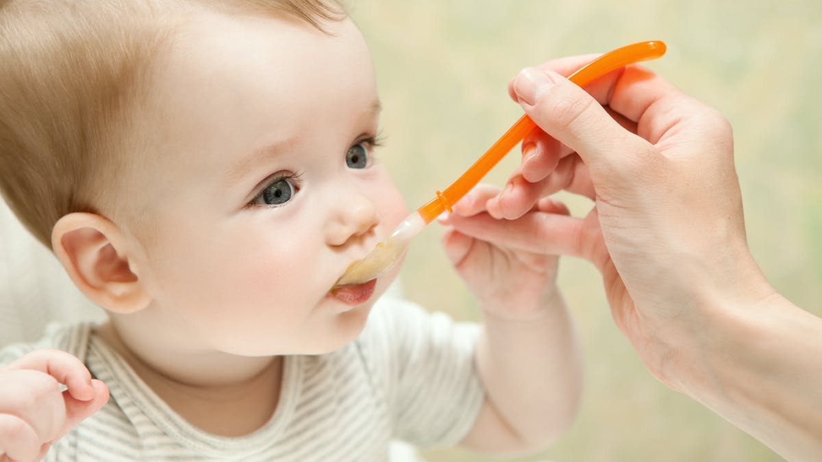 Petit pot industriel ou fait maison pour l'alimentation de bébé ?